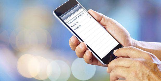 Mobil-Telefon mit Kontaktliste der Notrufnummern